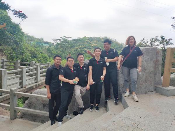 4月4日,正值员工生日会之际,深圳信盈达民治校企特地组织员工参加羊台山森林公园一日游活动。